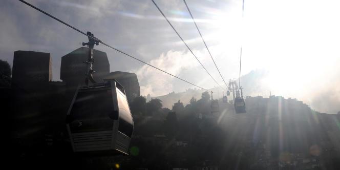 L'AFD a prêté 250 millions de dollars (180 millions d'euros) à la municipalité de Medellin pour qu'elle installe un réseau de transport afin de désenclaver plus de 30 quartiers pauvres.