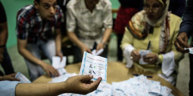 Dans un bureau de vote du Caire le 28 mai.
