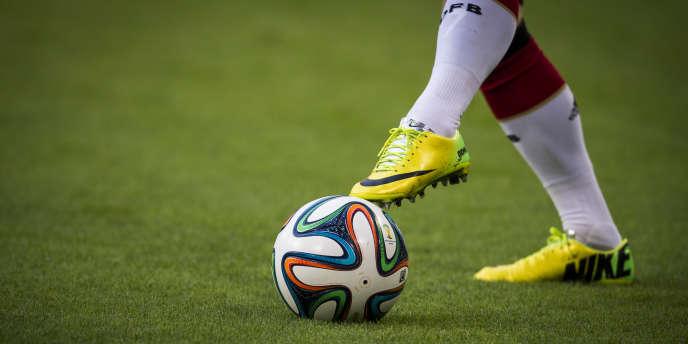 «Brazuca», le ballon officiel du Mondial 2014, pendant le match amical entre l'Allemagne et la Pologne, le 13 mai.