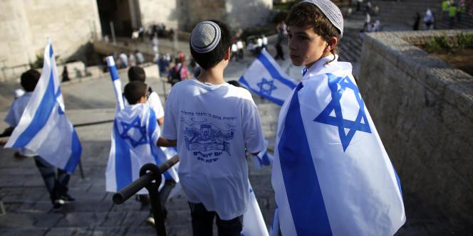 Des dizaines de milliers de manifestants ont défilé mercredi 28 mai dans les principales artères de Jérusalem-Ouest et dans le quartier musulman.