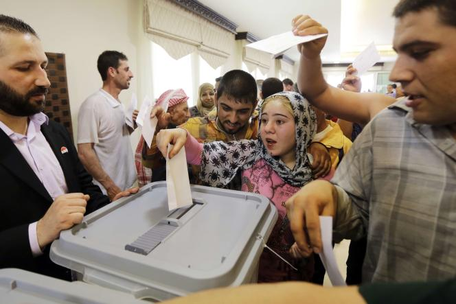 Des Syriens exilés au Liban votent pour la présidentielle syrienne à Beyrouth, mercredi 28 mai 2014.
