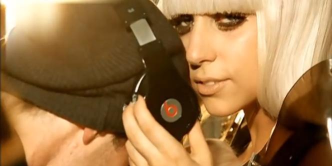 Lady Gaga et son casque