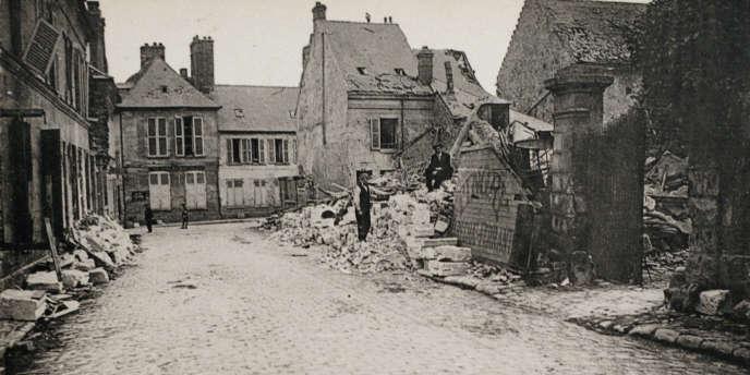 Carte postale montrant la destruction de Villers-Cotterêts (Aisne) pendant la Grande Guerre.