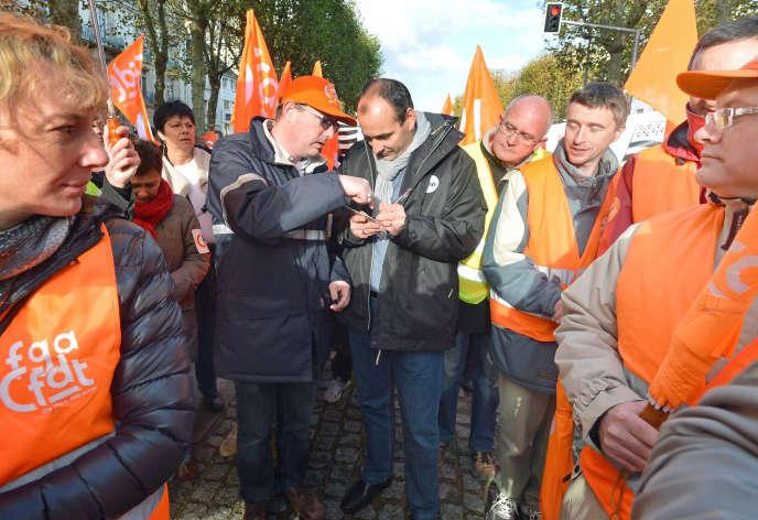 Laurent Berger dans le cortège de la CFDT lors de la manifestation pour un pacte sociale en Bretagne, à Lorient, le 22 novembre 2013.