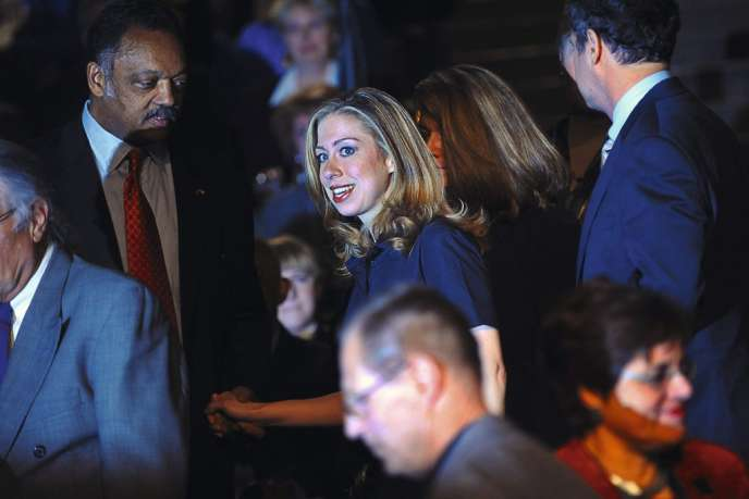 En 2008, Chelsea se découvre une passion pour la politique en suivant la campagne de sa mère lors des primaires démocrates.