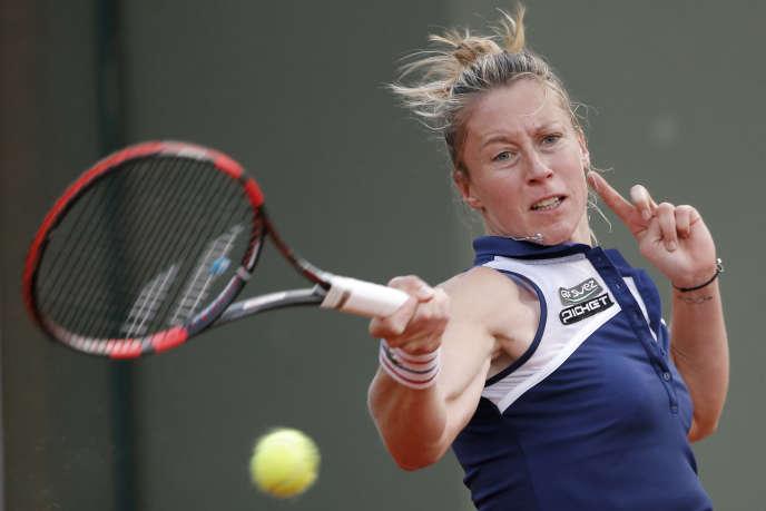 La Française Pauline Parmentier victorieuse de l'Allemande Mona Barthel le 30 mai à Roland-Garros.