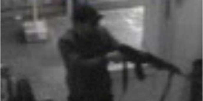 Image de vidéosurveillance montrant l'auteur de la tuerie du Musée juif de Bruxelles.