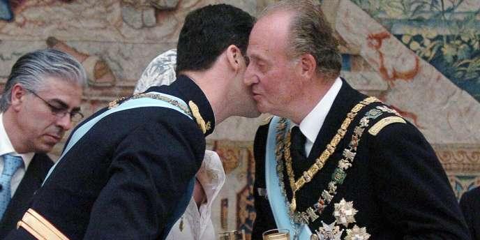Le roi Juan Carlos et son fils, Felipe, le 22 mai 2004.