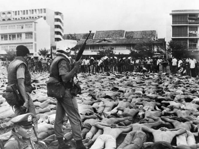 Le 6 octobre 1976, sur le campus de l'université Thammassat, à Bangkok.