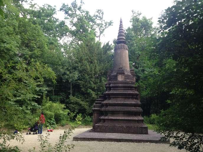 En 1927, un stupa en l'honneur des soldats cambodgiens et laotiens morts pour la France pendant la Grande Guerre fut érigé dans le jardin d'agronomie tropicale à Nogent-sur-Marne, où se trouvent de nombreux monuments dédiés à la mémoire des soldats coloniaux.