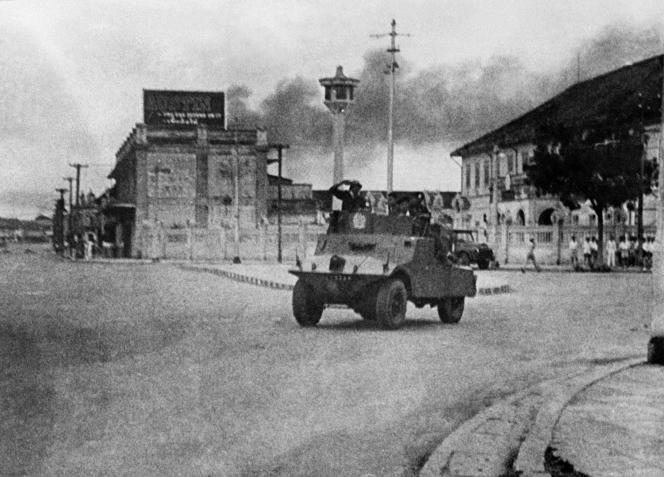 Combats entre militaires à Bangkok, en 1951, après la tentative d'enlèvement de Phibun par des officiers de la marine.