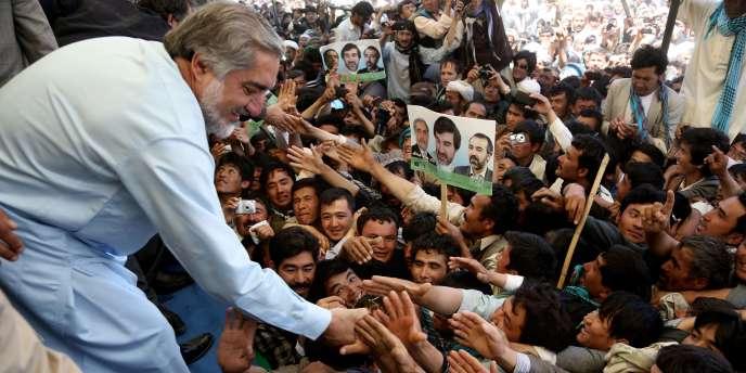 Le favori Abdullah Abdullah (45% des suffrages au premier tour) en meeting à Kaboul.