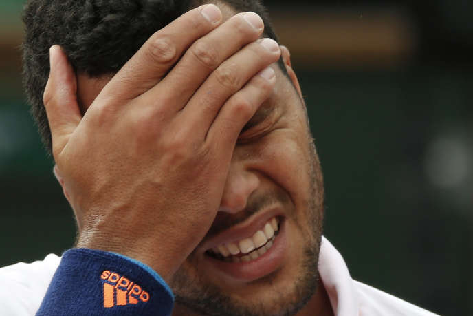 Jo-Wilfried Tsonga a été balayé par Novak Djokovic en trois petits sets, dimanche 1er juin à Roland-Garros.