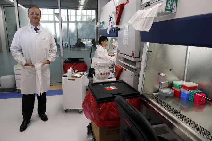 Le directeur général de Sanofi, Chris Viehbacher, dans le laboratoire installé près de Boston, aux Etats-Unis, en septembre 2013.