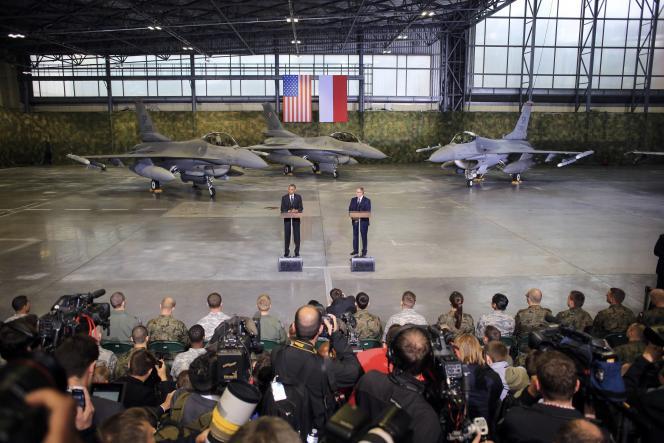 Barack Obama et son homologue polonais, Bronislaw Komorowski, près de Varsovie, le 3 juin.