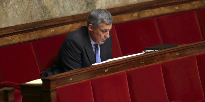 La procédure visant à suspendre les poursuites en cours visant des députés est rarement utilisée. Selon Henri Guaino lui-même, elle l'a été huit fois sous la IIIe République, trois fois sous la IVe et trois fois durant la Ve.