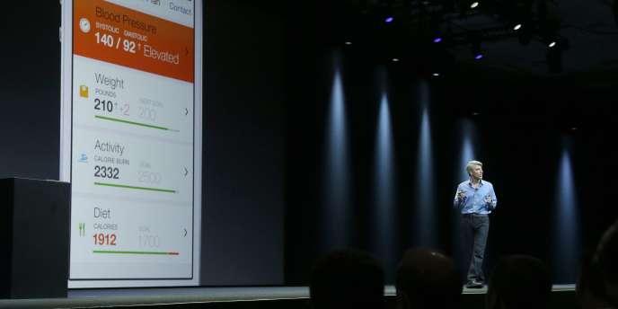 Craig Federighi, vice-président en charge de l'ingénierie logicielle d'Apple, présente