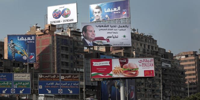 Un décompte non officiel avait jusqu'alors donné le maréchal Al-Sissi vainqueur avec 93,3 % des suffrages. Le taux de participation s'élève, en outre, à 47,45 %.