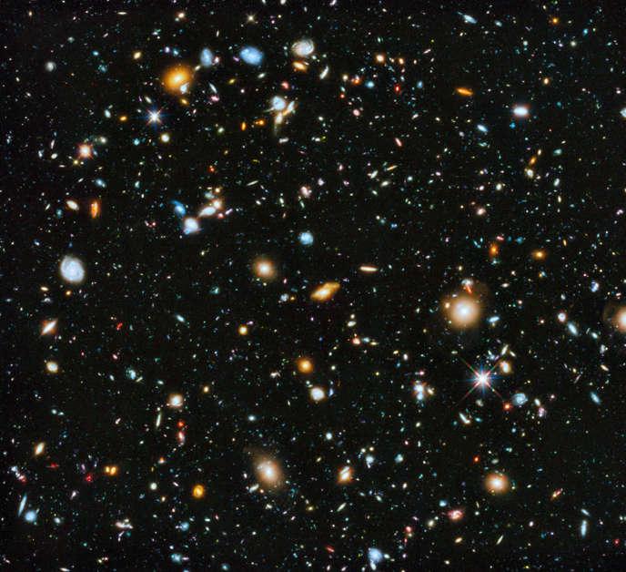 Cette image, représentant 10 000 galaxies, combine 841 photos ayant enregistré la totalité du spectre lumineux observable par le champ ultra-profond du télescope.
