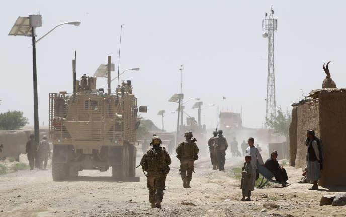 Un patrouille de l'armée afghane à Jelawar.