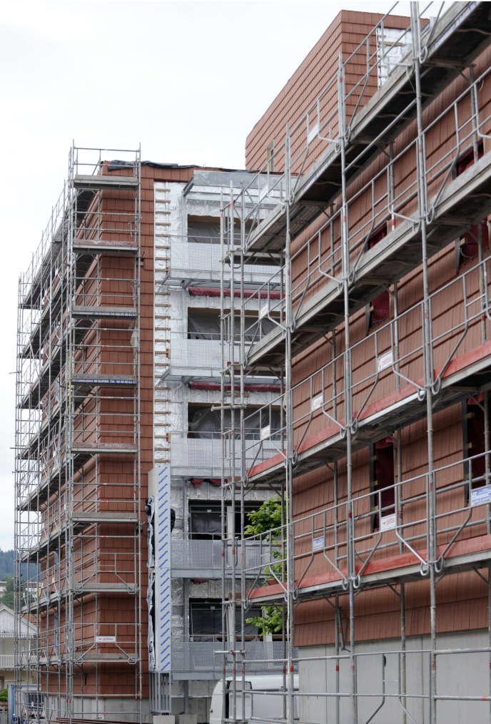 Selon l'Insee, le recul du secteur de la construction explique la moitié du différentiel de croissance français avec l'Allemagne et cette panne dans le BTP coûtera cette année 0,4 point de croissance.