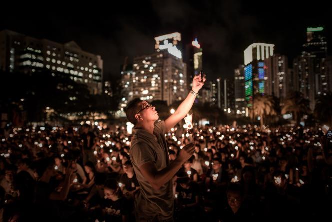 Plusieurs dizaines de milliers de personnes ont participé aux commémoration du massacre de la place Tiananmen, le 4 juin, à Hong Kong.