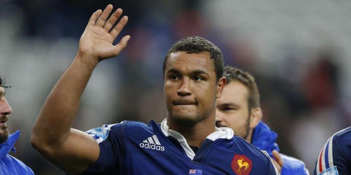 Thierry Dusautoir, ici le 9 novembre 2013 face à la Nouvelle-Zélande, «n'est pas encore à 100% par rapport à la blessure qu'il a eue à son biceps», a déclaré le sélectionneur.