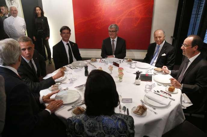Lors du dîner entre Barack Obama, John Kerry, Laurent Fabius et François Hollande, à Paris, le 5 juin.