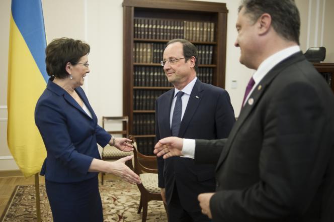 La présidente du Parlement polonais Ewa Kopacz, François Hollande et le président ukrainien Petro Porochenko, le 4 juin à Varsovie.