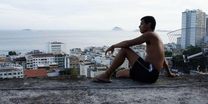 Habitant de la favela de Babilonia, Anderson Ribeiro, alias
