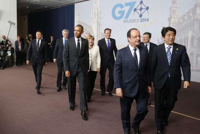De gauche à droite, Matteo Renzi,  Stephen Harper, Barack Obama, Angela Merkel, David Cameron, François Hollande, José Manuel Barroso et Shinzo Abe, jeudi 5 juin à Bruxelles.