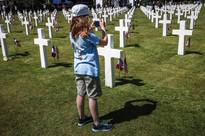 Lors de la cérémonie de célébration du 70e anniversaire du débarquement au cimetière américain de Colleville.