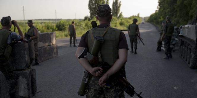 Les troupes ukrainiennes ont intensifié leurs opérations contre les séparatistes depuis l'élection de Petro Porochenko à la présidence le25mai.