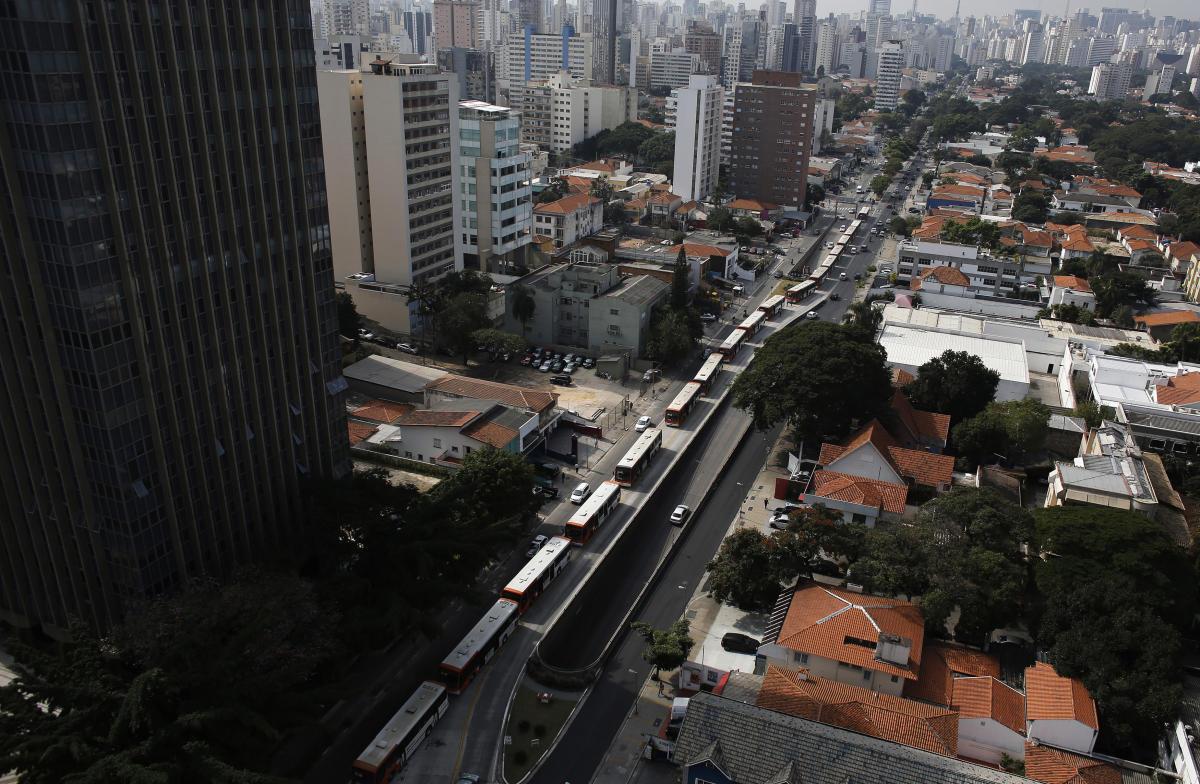 Une ligne de bus bloquée dans le trafic de Sao Paulo, le 21 mai, pendant la grève des chauffeur.
