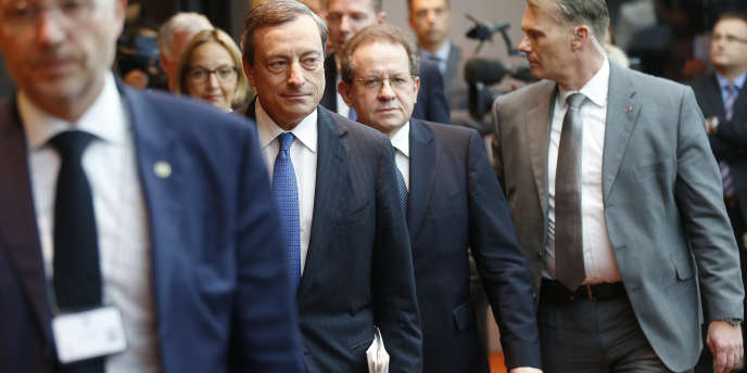 Le président de la Banque centrale européenne, Mario Draghi (deuxième en partant de la gauche), jeudi 5 juin, à Francfort.