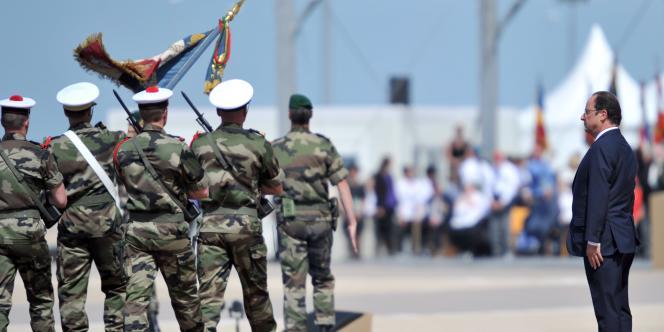 François Hollande devant les commandos marine français, le 6 juin 2014.