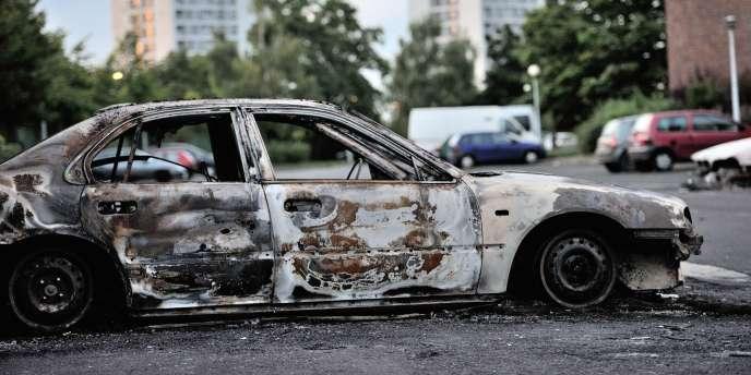 Lors des émeutes de 2012, plusieurs bâtiments publics, dont une école maternelle, avaient été incendiés, suscitant le déplacement dès le 14 août de Manuel Valls, alors ministre de l'intérieur.