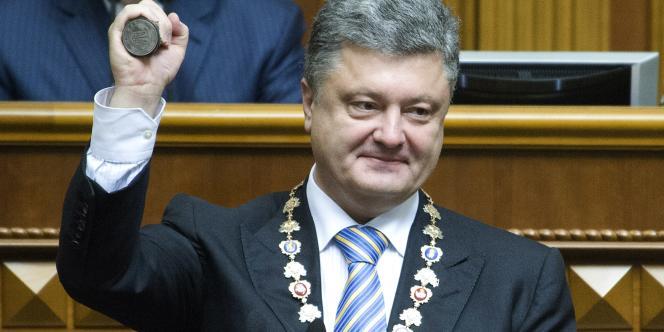 Le bloc Porochenko est arrivé légèrement en tête avec 22 % des suffrages, suivi du parti Front populaire du premier ministre Arseni Iatseniouk (21 %) et du mouvement Samopomitch mené par le maire de Lviv (13 %).