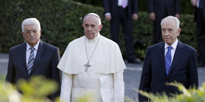 Les présidents israélien Shimon Peres et palestinien Mahmoud Abbas se sont retrouvés au Vatican pour participer à une