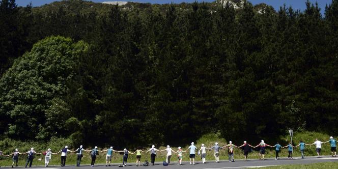 Les participants se sont donné la main sur les 123 kilomètres reliant la ville basque de Durango à Pampelune, capitale de la Navarre.
