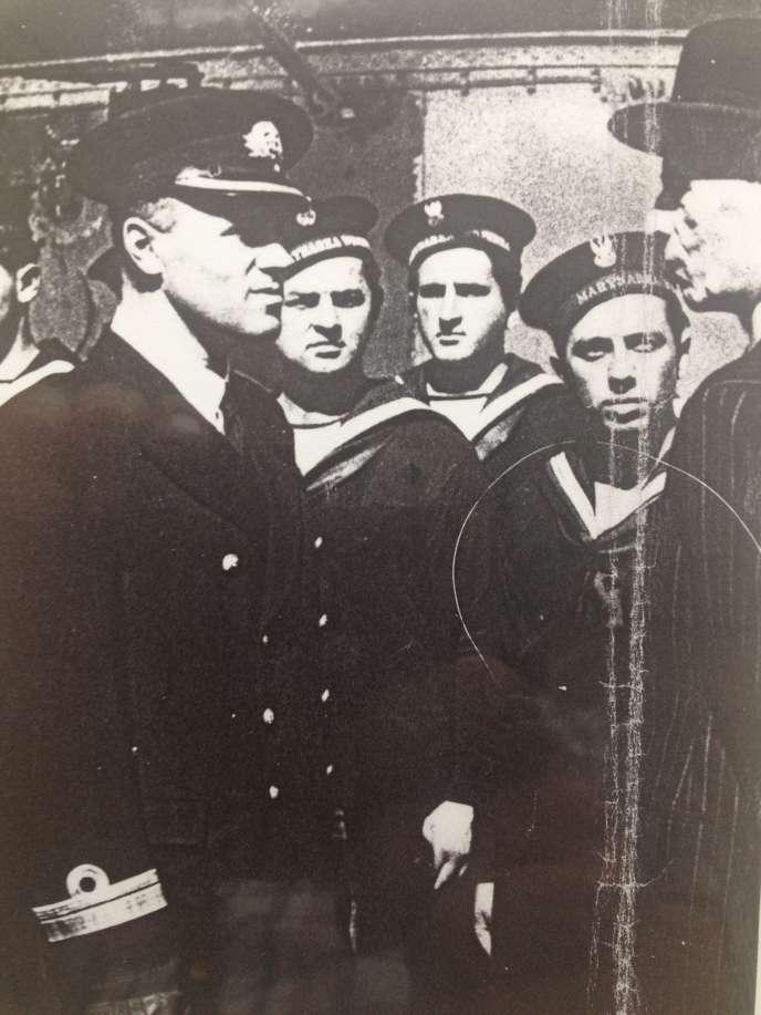 Le commandant Romuald Tyminski à gauche.