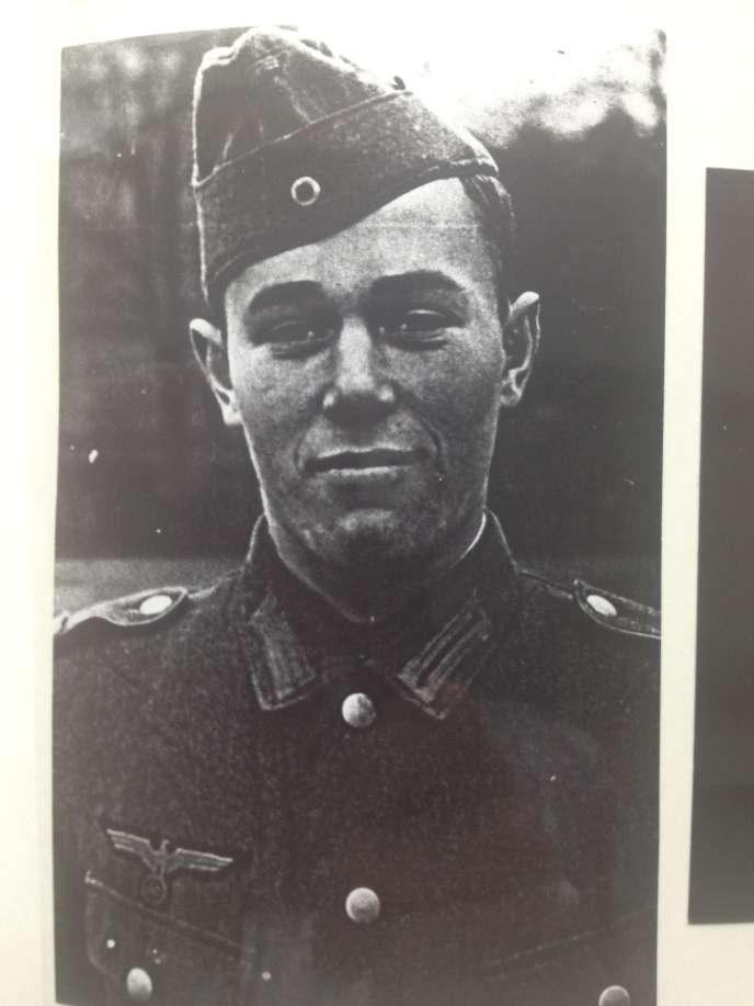 6 juin 1944. 17 heures. Rolf de Boeser tente de rallier, avec son régiment allemand, Sainte-Mère-Eglise.