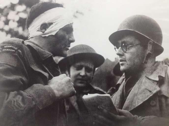 Charles Lynch à droite.