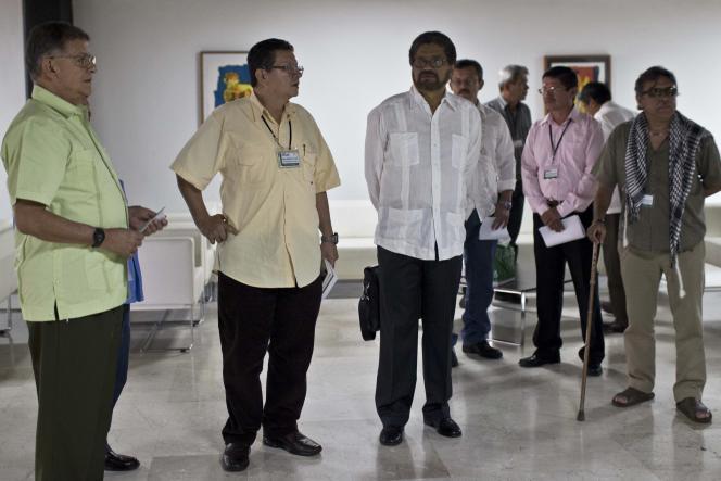 Des membres des FARC avant une conférence de presse sur l'avancée des négociations de La Havane, samedi 7 juin à Cuba.