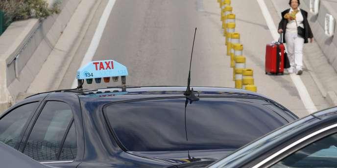 Le député Thomas Thévenoud doit présenter dans la semaine au groupe socialiste un texte pour réguler la guerre entre taxis et VTC.