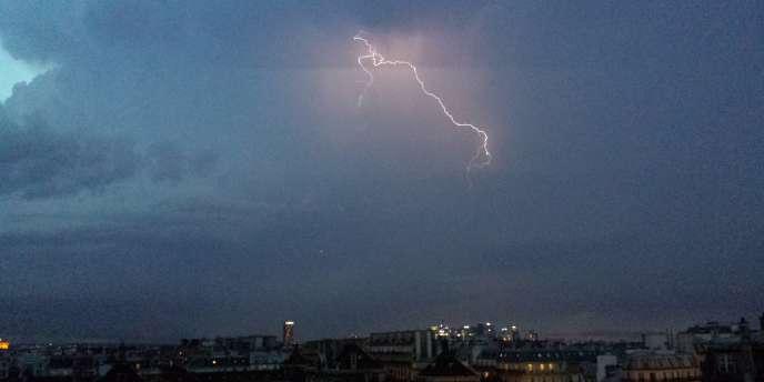 Photographie d'orage envoyée par un lecteur du Monde.fr.