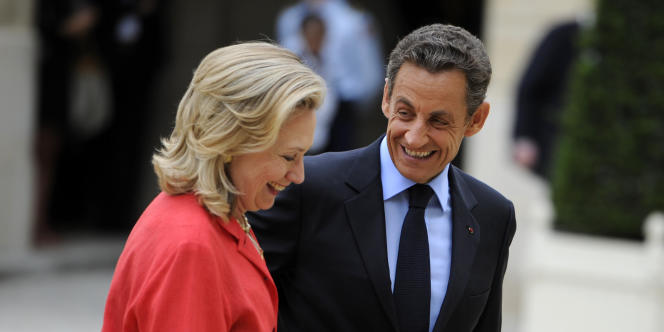 Hillary Clinton et Nicolas Sarkozy à paris, en 2011.