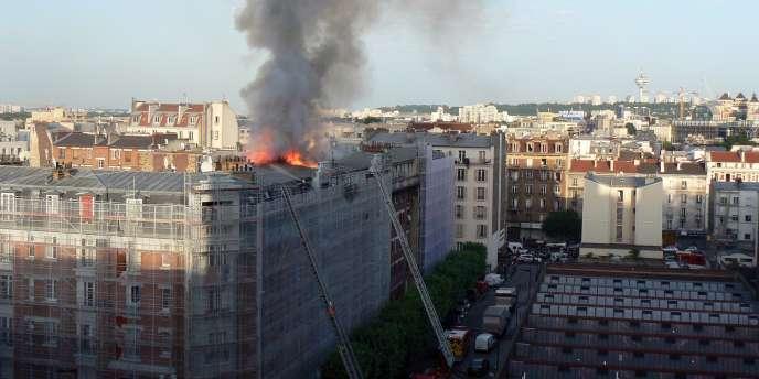 Incendie au 4, rue Ernest-Prévost à Aubervilliers, le samedi 7 juin 2014.