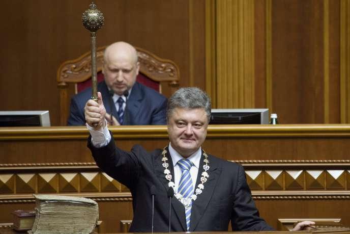 Cérémonie d'investiture de Petro Porochenko, samedi 7 juin, devant le Parlement ukrainien.