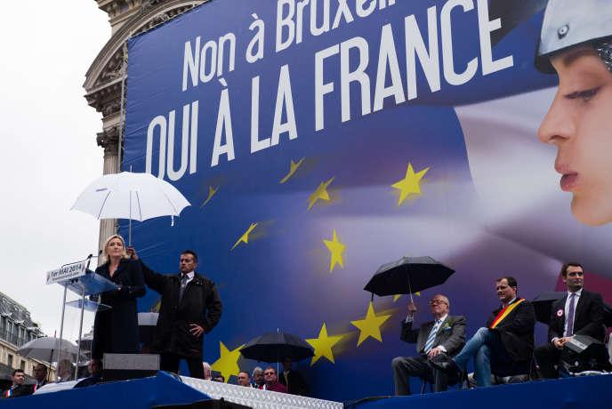 Discours du 1er mai de Marine Le Pen en présence de Jean Marie Le Pen, Louis Alliot et Florian Philippot.